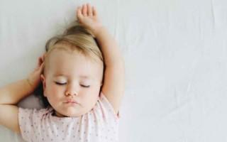 Почему может возникнуть стоматит у годовалого ребенка, его симптомы и лечение
