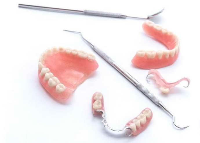 Неправильное одевание зубного протеза