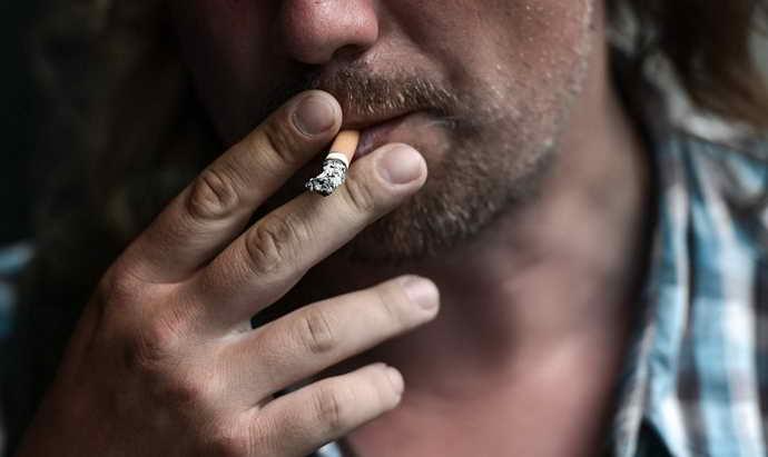 курение как причина трещин на зубах