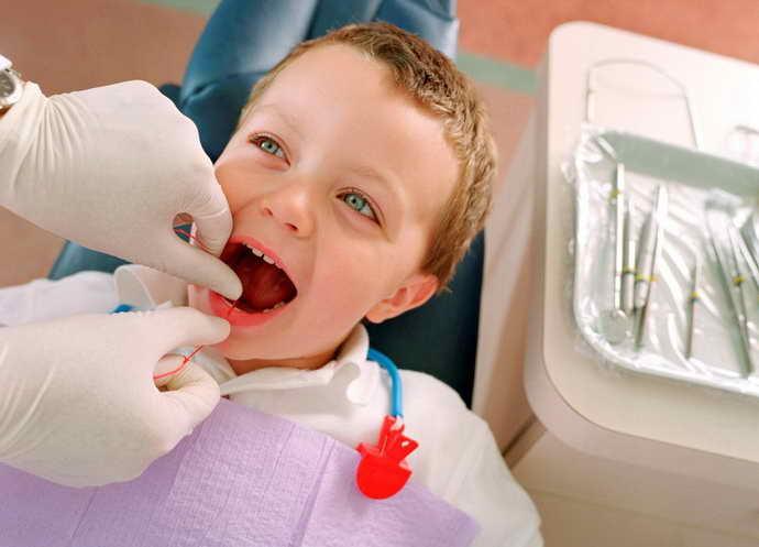 Современная стоматология для удаления молочного зуба