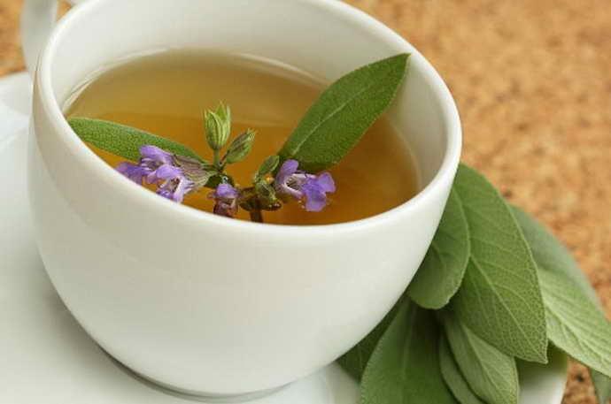 Шалфей с зеленым чаем от флюса на щеке