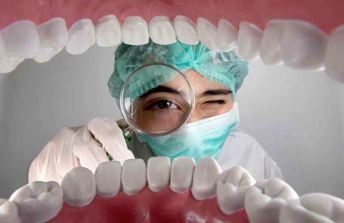 Хронический периодонтитдиагностируют после осмотра стоматолога