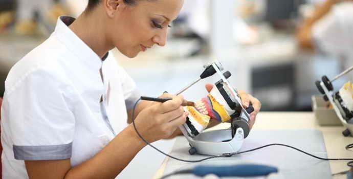 Изготовление зубных протезов, показания к применению, разновидности конструкций
