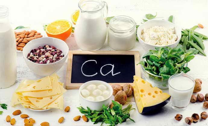 в рационе должны обязательно присутствовать продукты с повышенной концентрацией кальция
