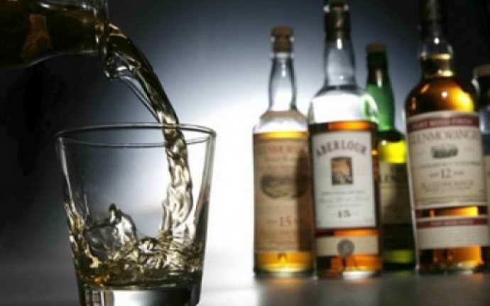Спиртные напитки и коричневый налет на языке