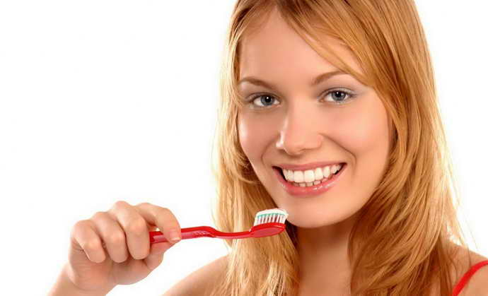 Правила ухода за коронками для зубов