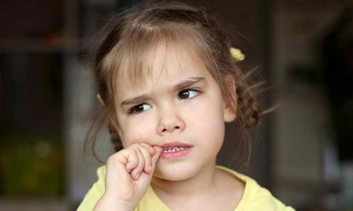 Вредные привычки и стоматит на языке у ребенка