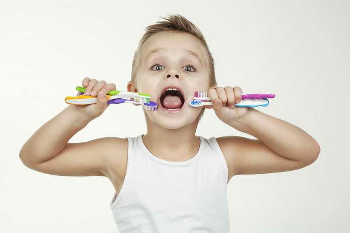 Нужно обратить внимание на зубную щетку малыша