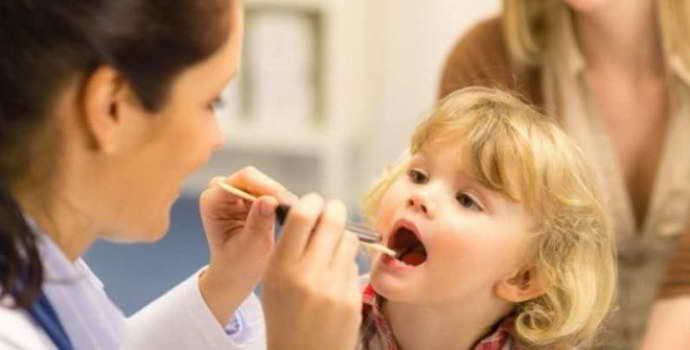Полезно знать, чем лечится стоматит у ребенка в 3 года
