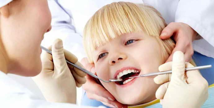 Причины и лечение свища на десне у ребенка