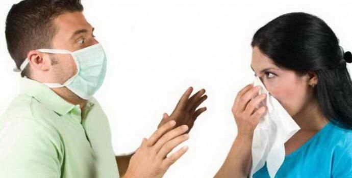Заразен ли стоматит, и если да, то как он передается здоровым людям