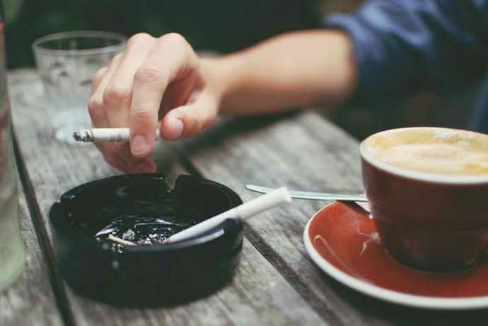 Курение и желтый налет