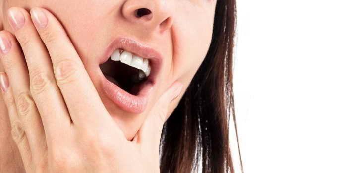 Болит десна при росте зуба мудрости? Что может означать эта боль и стоит ли обращаться к врачу?
